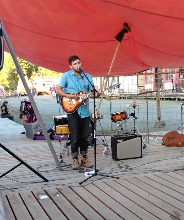 musical performer at the fair